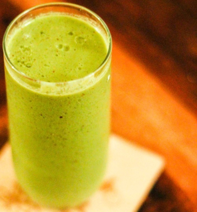 Matcha smoothie with spring greens and linseeds, perfect for post-exercise smoothie